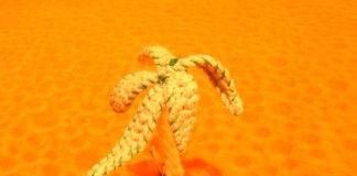 Вязаная игрушка пальма