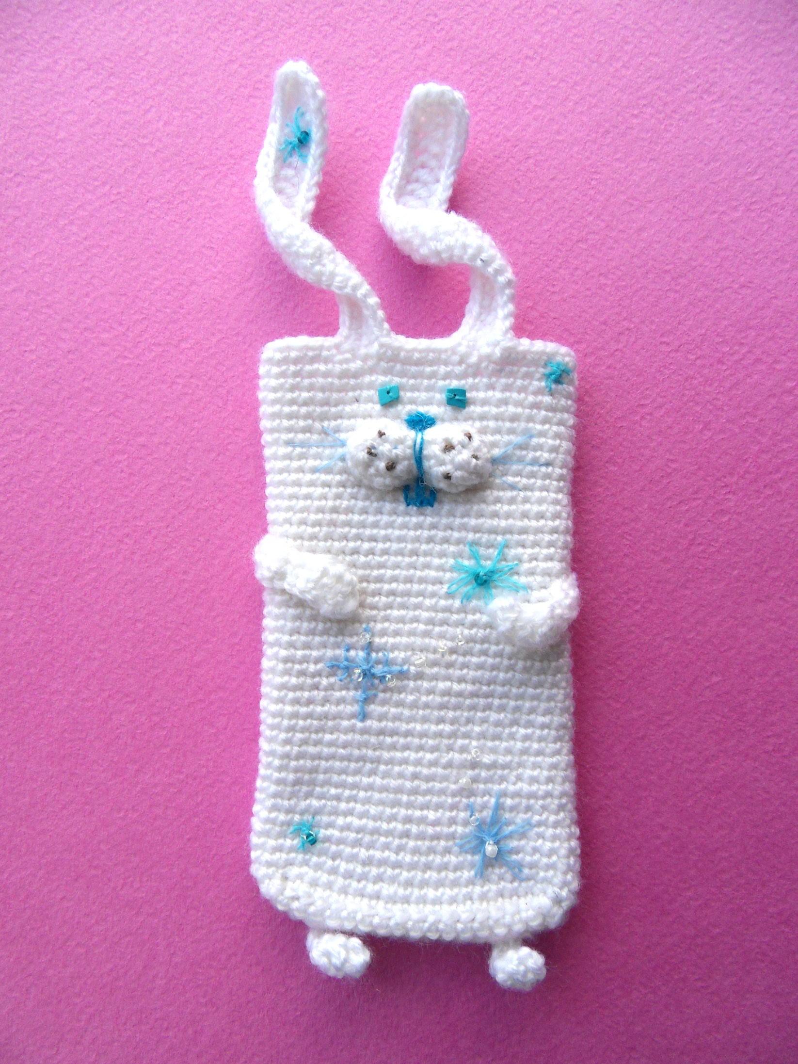 Вязаный чехол на телефон Снежный заяц