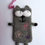 Серый коточехол с вышивкой