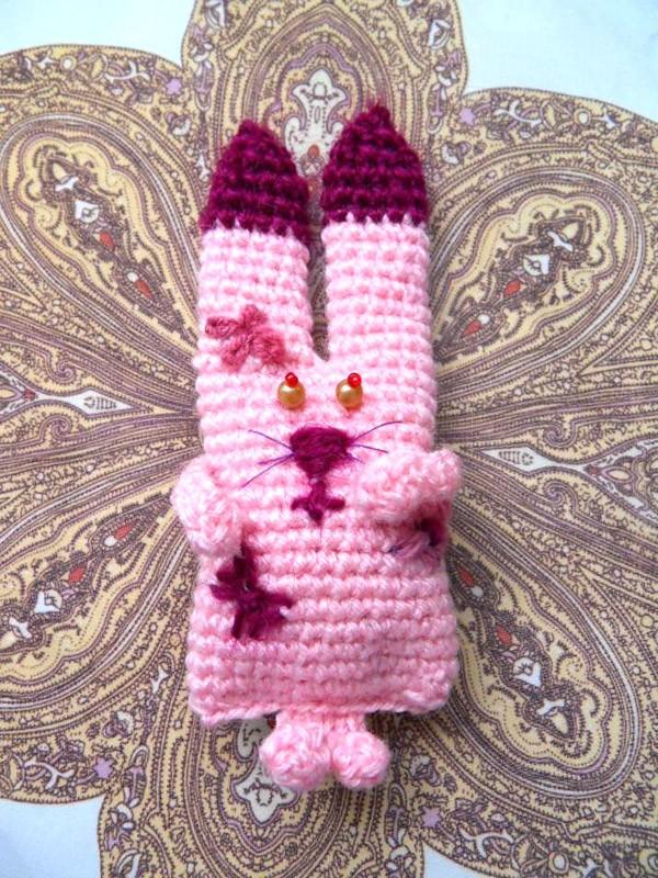 Вязаный заяц розовый