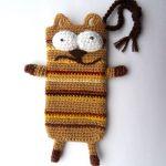 Полосатый коричневый коточехол
