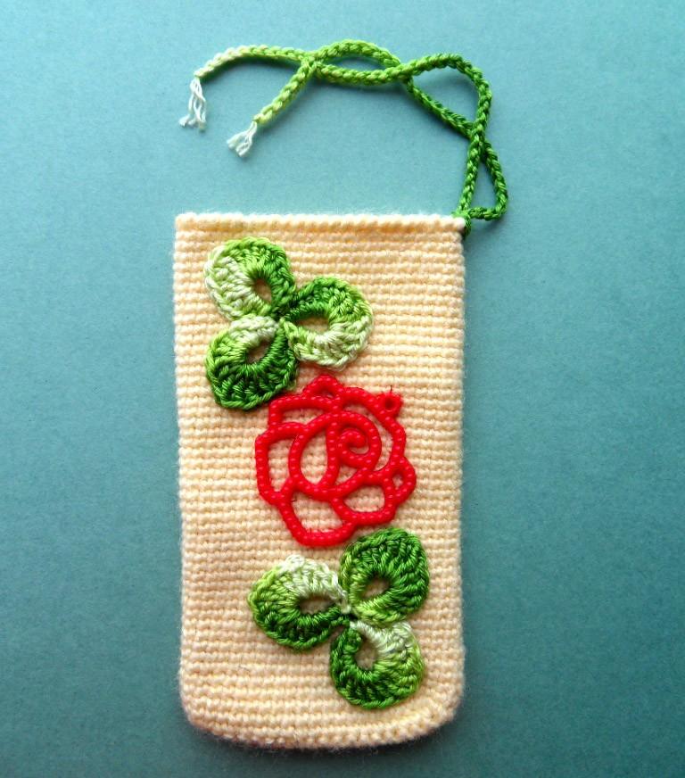 Вязаный чехол на телефон Пластиковая роза