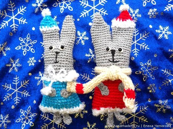 Вязаные зайцы дед мороз и снегурочка