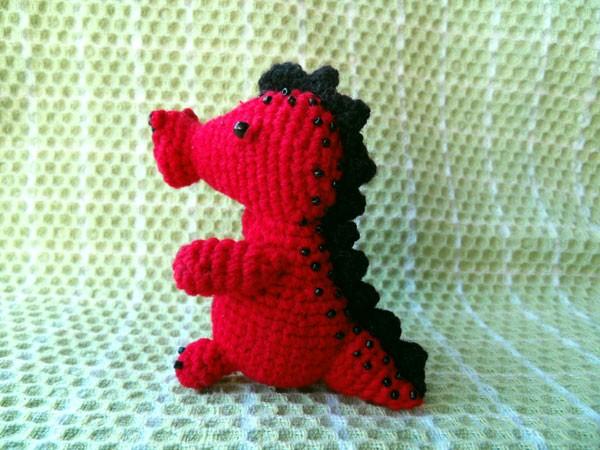 Вязаный красный дракон