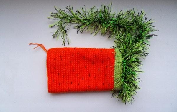 Вязаная морковка чехол на мобильный телефон