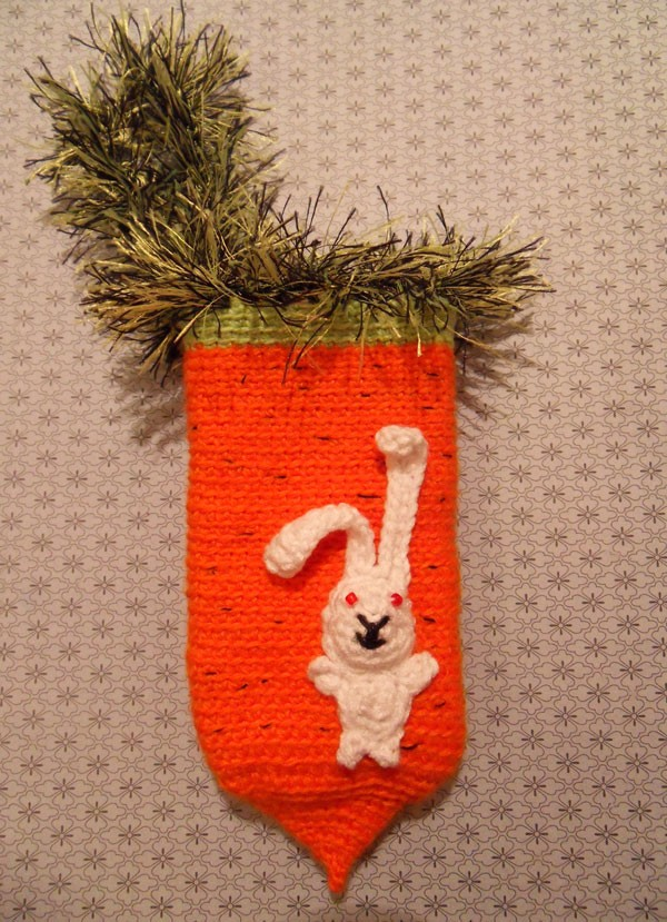 Вязаный крючком чехол на телефон Морковка заяц