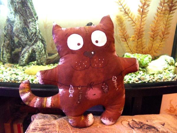 Кофейный кот с рыбами