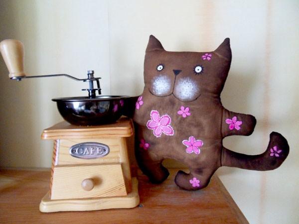 Кофейный кот с цветочками