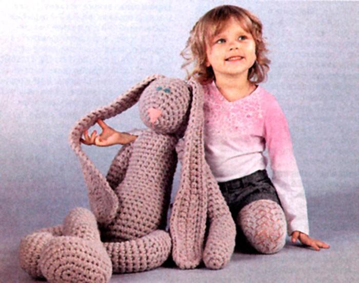 Вязаный крючком Мега-заяц