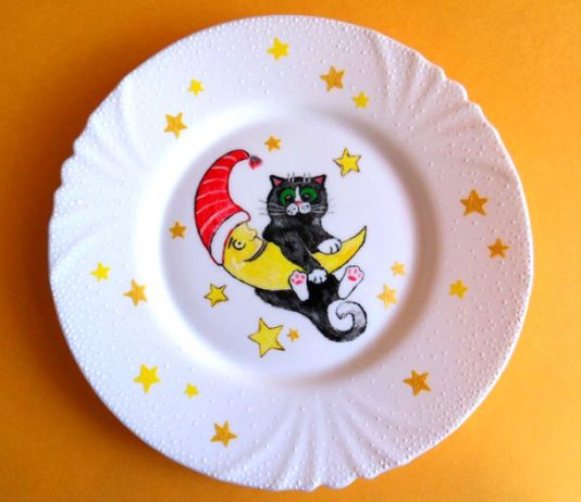Расписная декоративная тарелка