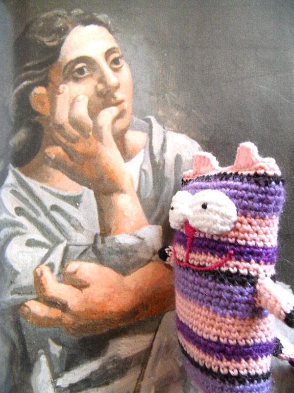 Вязаный кот Чехлов и Пикассо