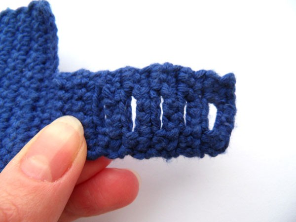 Вязаный чехол для кружки - планка-застёжка