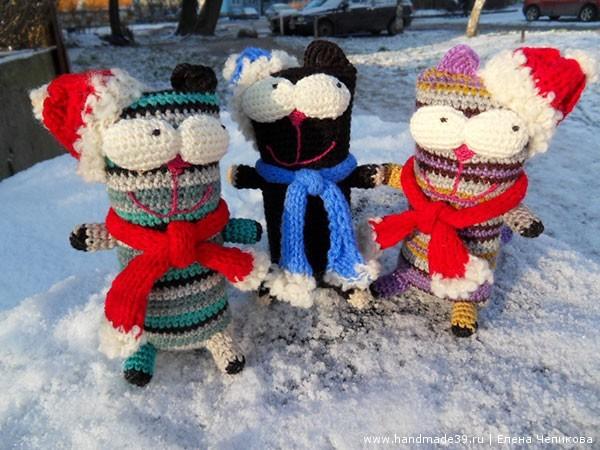 Вязаный кот новогодний