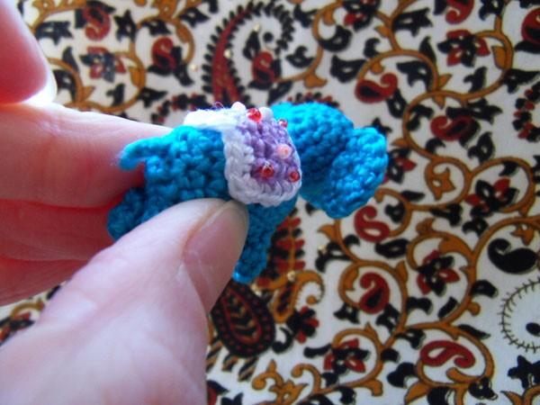 Вязаная игрушка мини слон