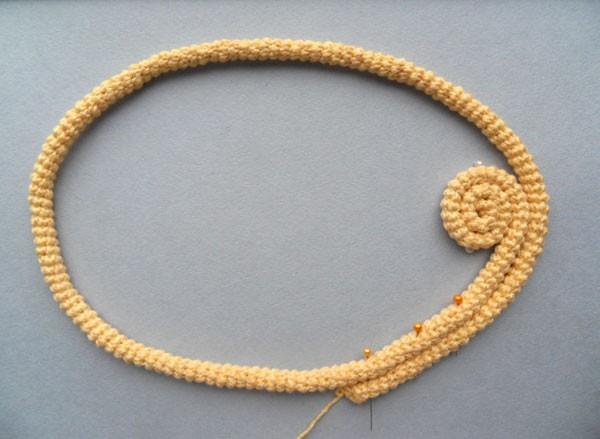 Колье из вязаного шнура