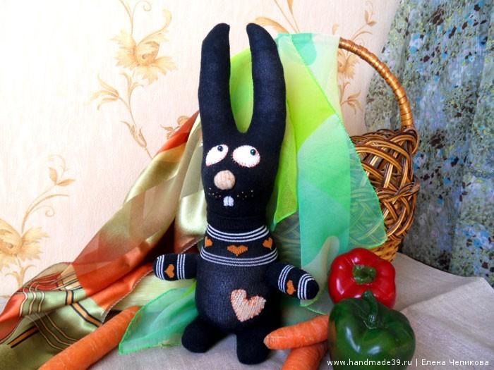 Шитая игрушка Заяц из носков