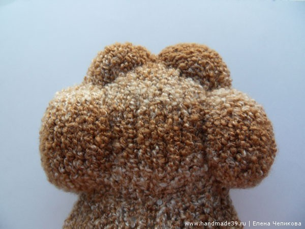 Вязаный медвежонок в тумане голова