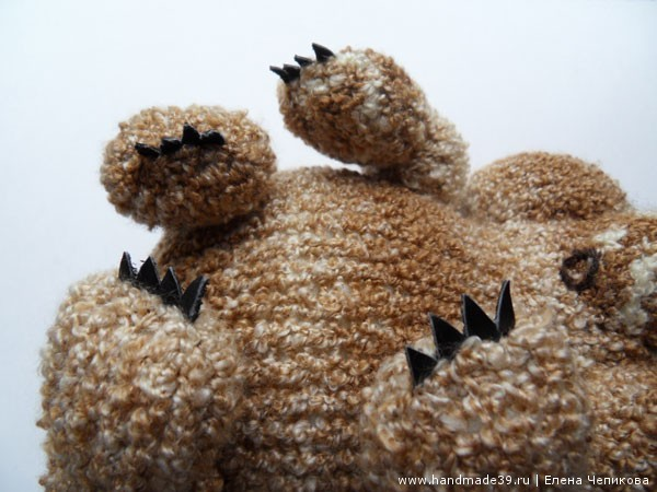 Вязаный медвежонок лапы когти