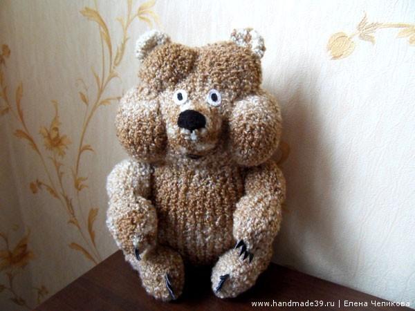 Вязаный медвежонок в тумане