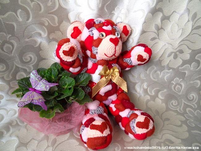 Шитая мягкая игрушка медвежонок