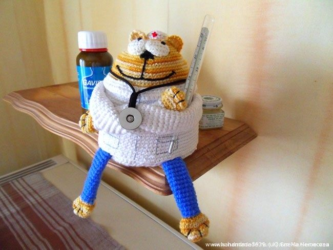Вязаный Кот доктор