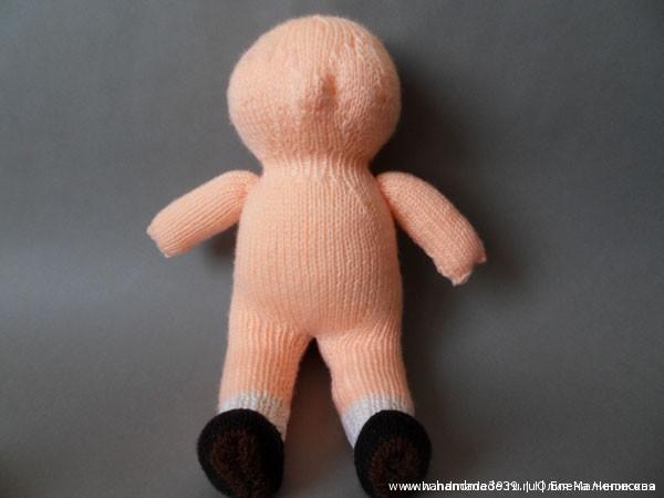 Вязаная спицами кукла