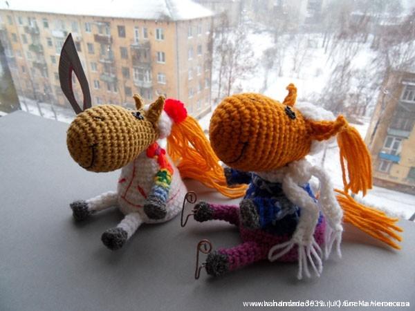 Вязаные игрушки лошадки