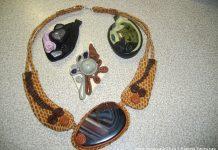 Подвески из кожи и натуральных камней