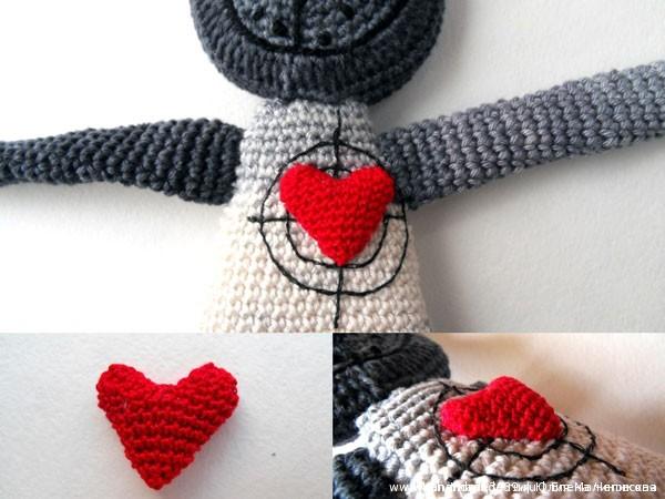 Вязаная крючком игрушка Влюблённый кот