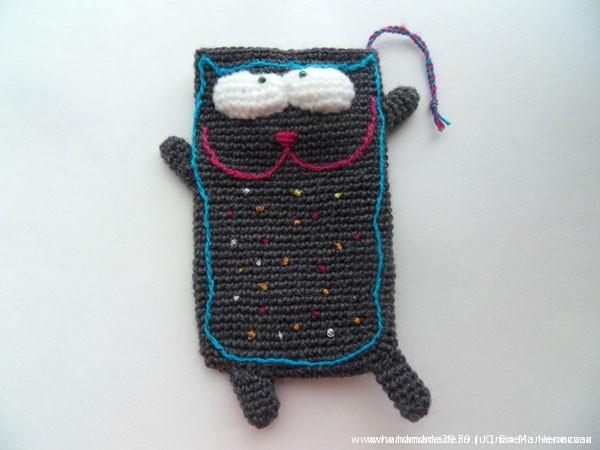 Вязаные чехлы на телефон Толстые коты