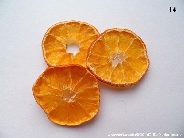 Сушёные дольки апельсина.