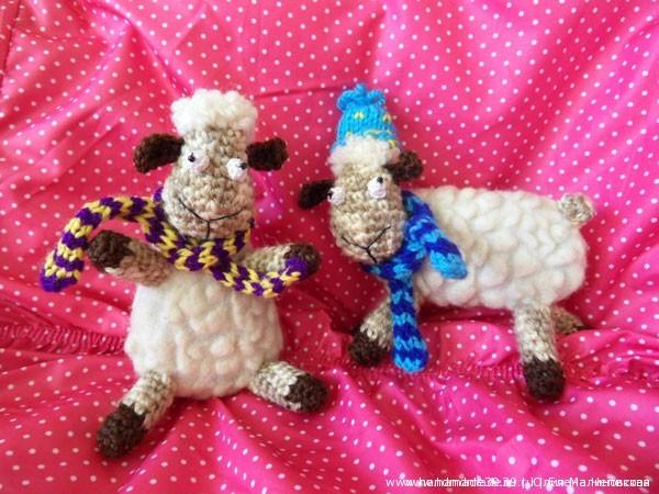 Мягкие вязаные игрушки Две овцы