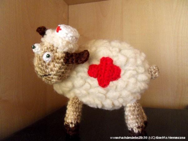 Вязаная игрушка Овца Медсестра (Доктор)