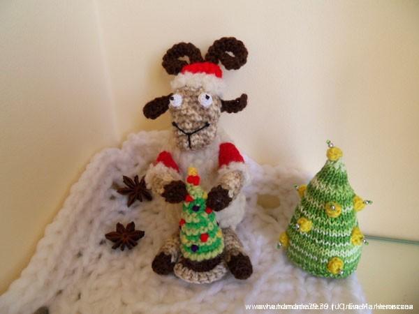 Вязаная игрушка Баран (овца) Дед Мороз.