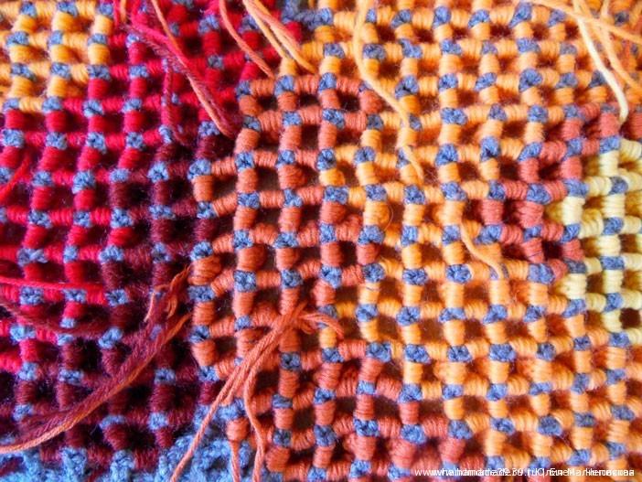 Изнаночная сторона объёмного вязания по филейной сетке