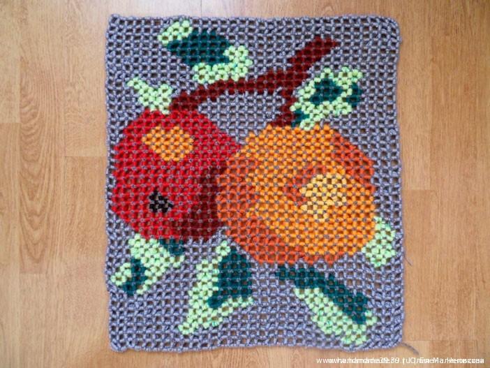 """Подушка """"Яблоки"""" - объёмное вязание - Изнаночная сторона."""