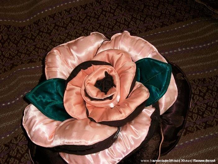 МК «Шитая подушка – роза с листьями»