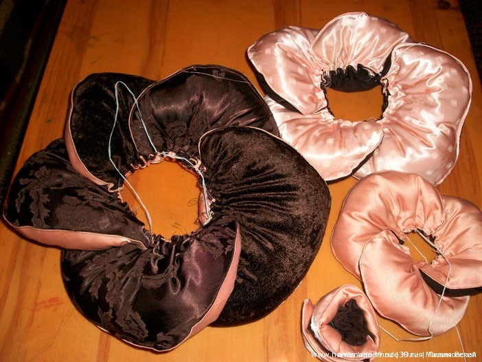 МК «Шитая подушка – роза с листьями» - сборка лепестков