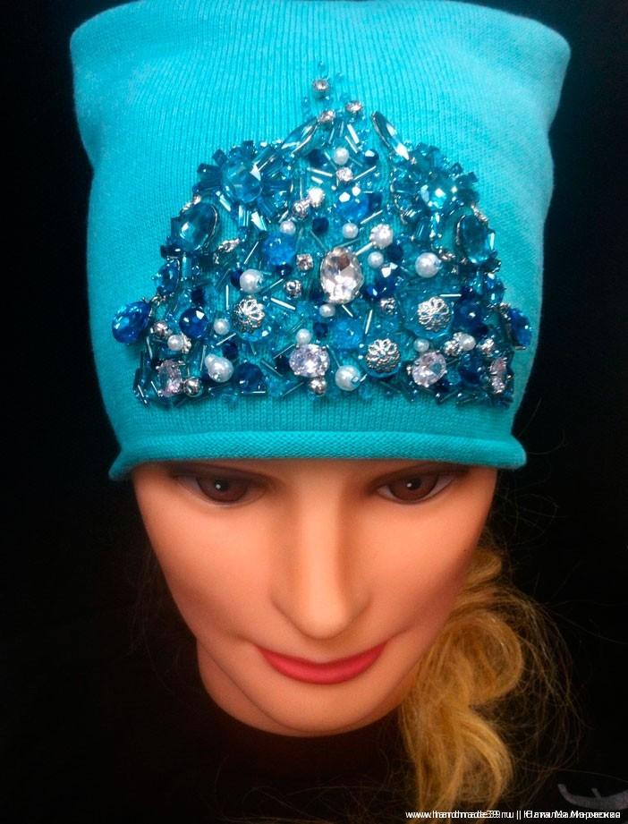 Ещё один вариант декора шапки.
