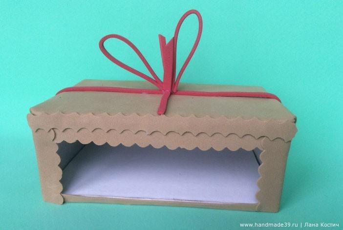 Сбоку вырезала окошко для визиток, а саму коробку обклеила светло-коричневым фоамираном.