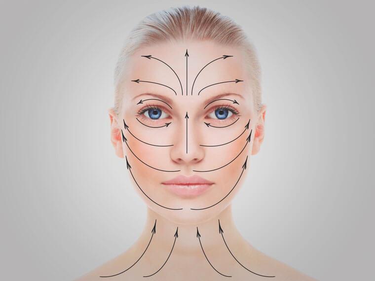 Наносите крем, маску и другие средства для лица по массажным линиям. Будет двойной эффект: уход + массаж.
