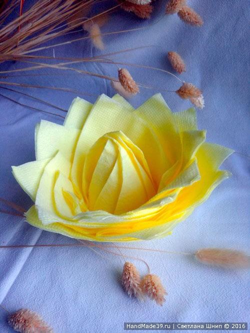 Цветок из салфеток на новогодний стол - мастер-класс