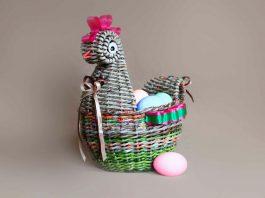 Пасхальная корзинка «Курочка-пеструшка», плетённая из газет – мастер-класс