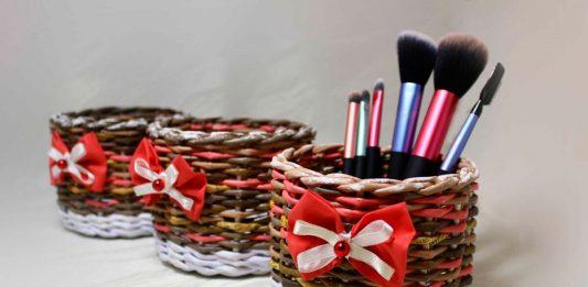 Пёстрая корзиночка, плетённая из разноцветных бумажных трубочек – мастер-класс