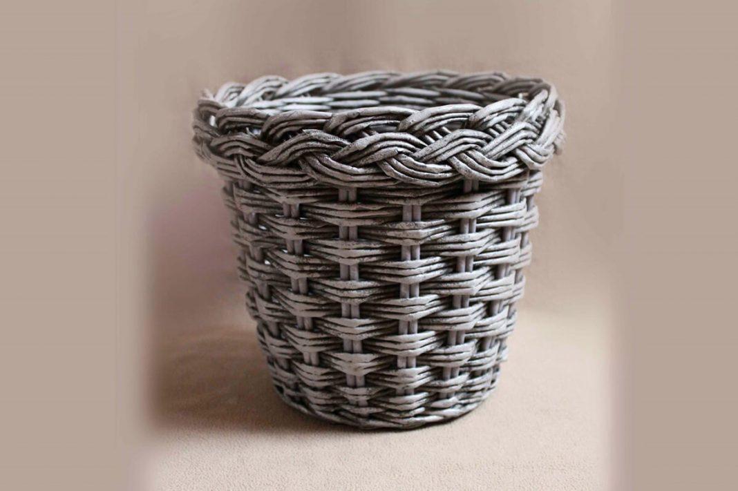 Как сделать плетённое из бумажных трубочек кашпо с объёмной загибкой – мастер-класс