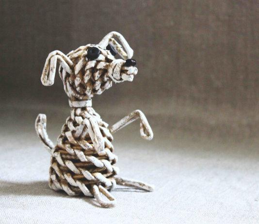 Собачка, плетённая из бумажных трубочек – пошаговый мастер-класс с фото