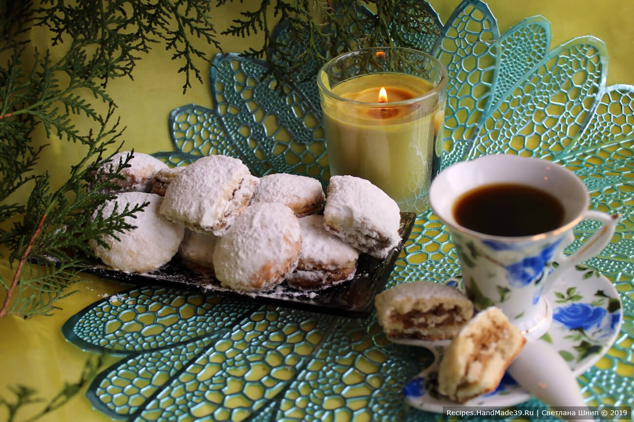 Печенье на кефире и маргарине с ореховой начинкой