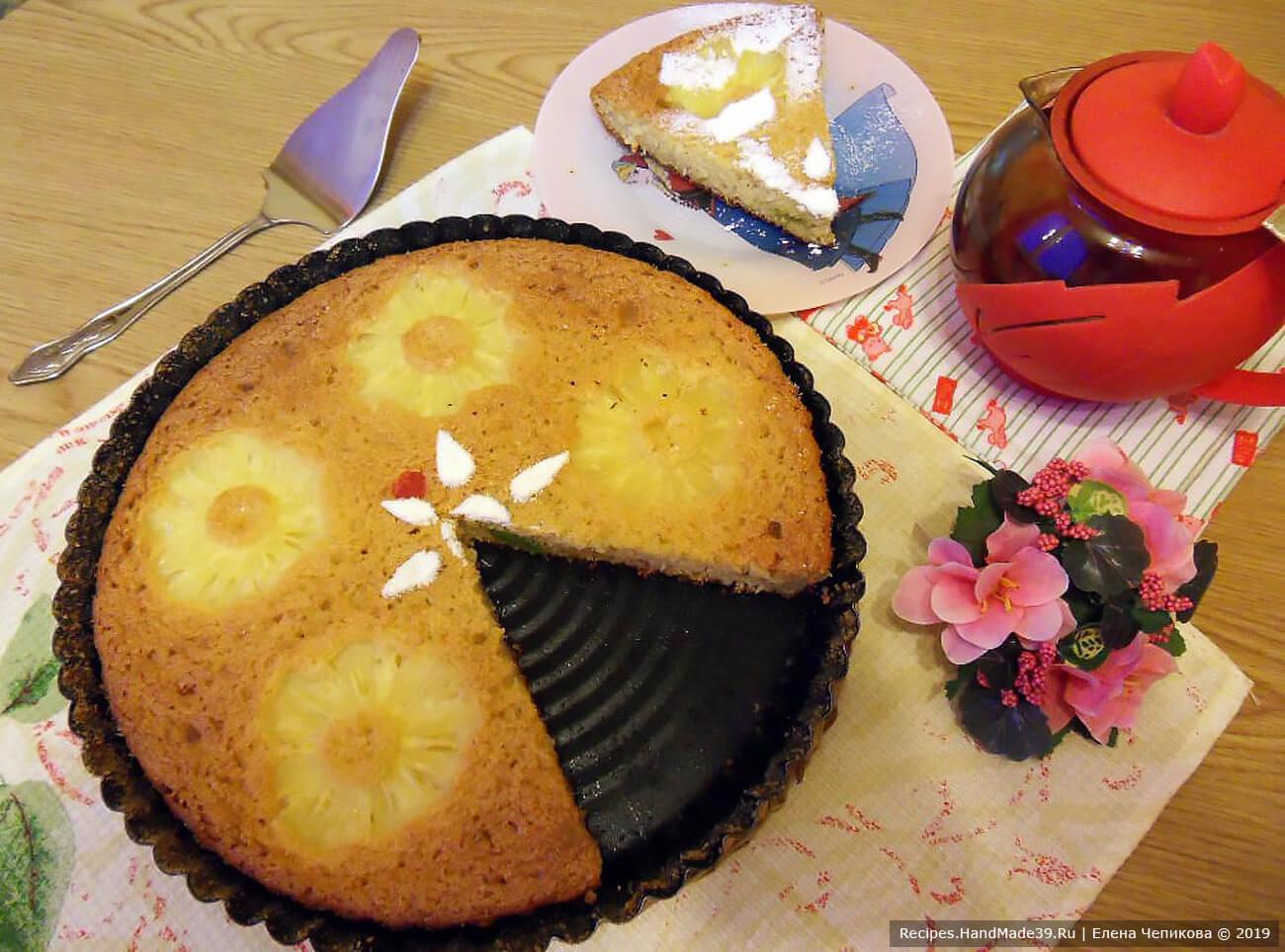 Пирог-манник на йогурте с ананасами