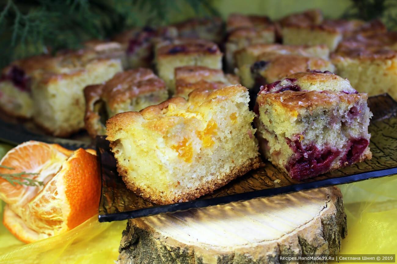 Пирог-кекс с фруктами и ягодами