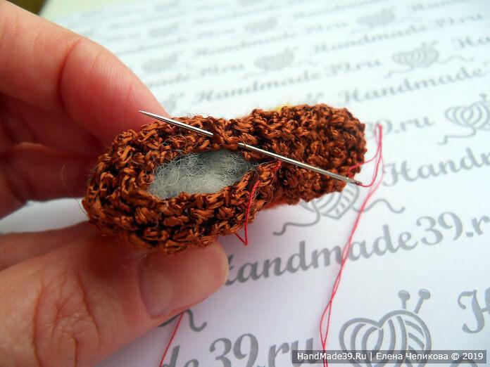 Вязаная брошь: зашиваем отверстие